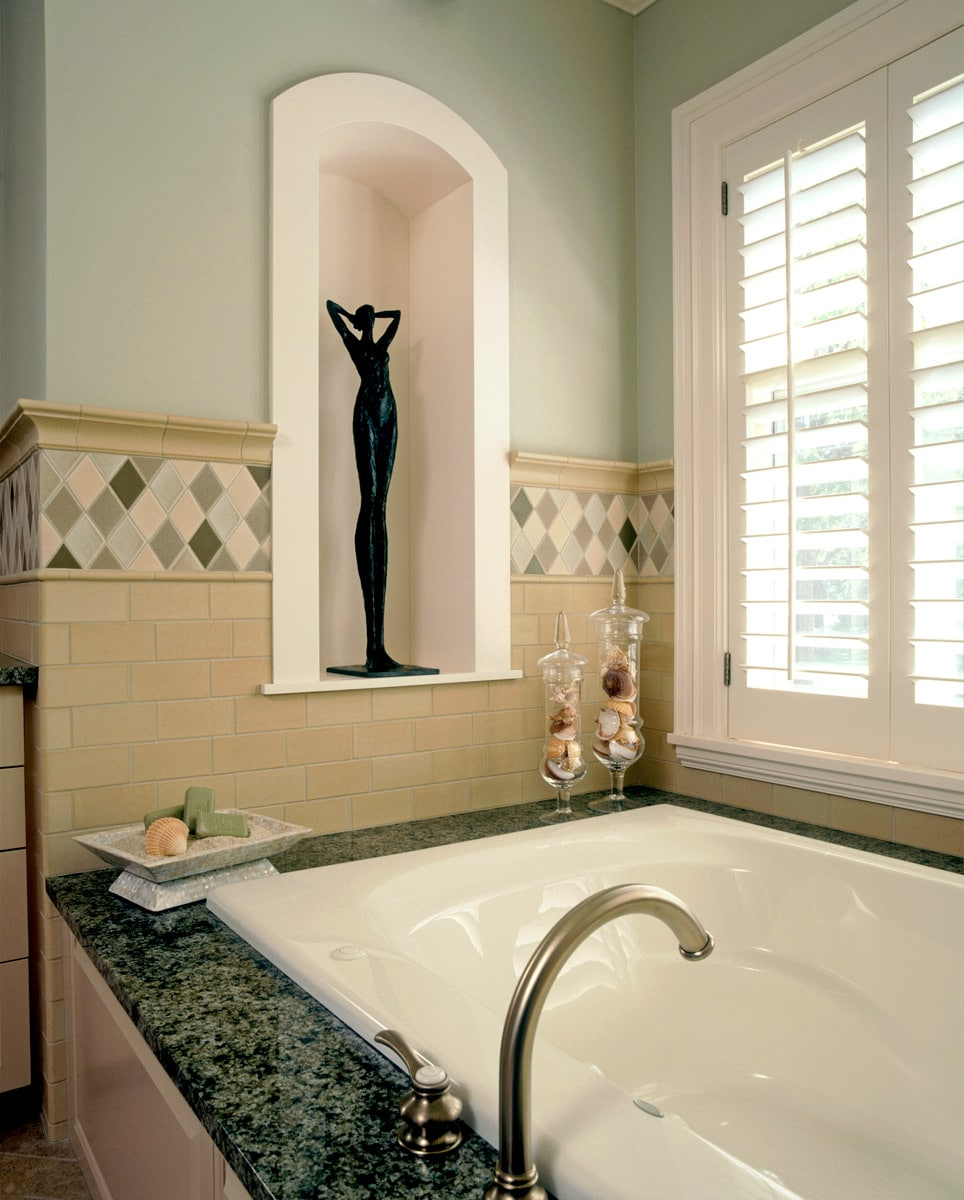 sculpture niche in master bath above tub