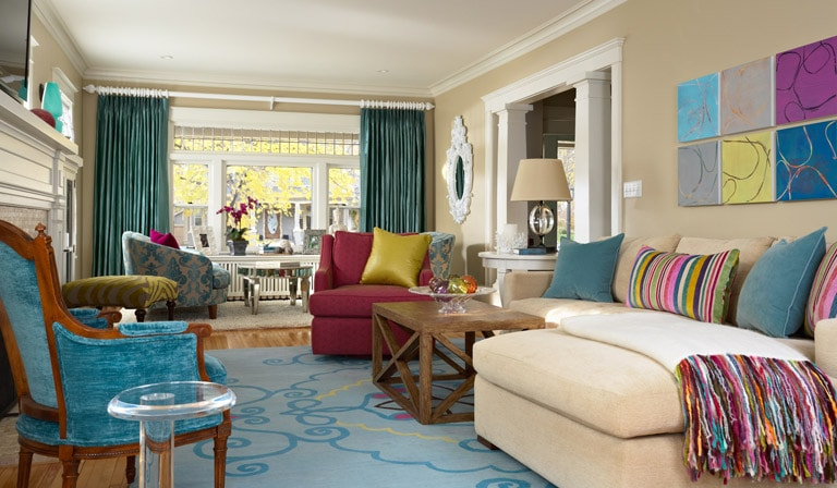 Aqua and hot pink in a neutral living room