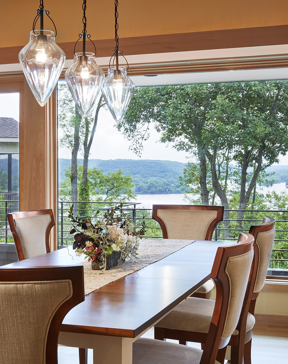 classic-water-front-dining-room-Minneapolis-Interior-Designer.jpg