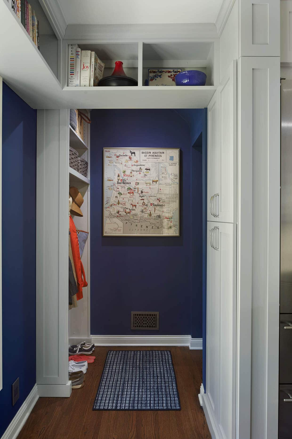 timeless-mudroom-navy-gray-color-palette-minneapolis-interior-designer.jpg
